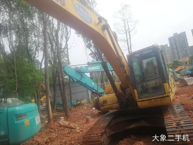 小松PC220LC挖掘机