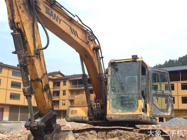 三一重工 SY135C-8 挖掘机