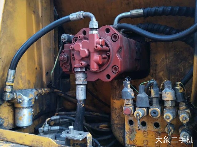 现代 R130W-5 挖掘机