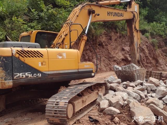 现代 R265LC-9 挖掘机